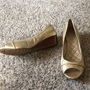 Cole Haan Gold Peep Toe Wedge Heels Womens 8.5B